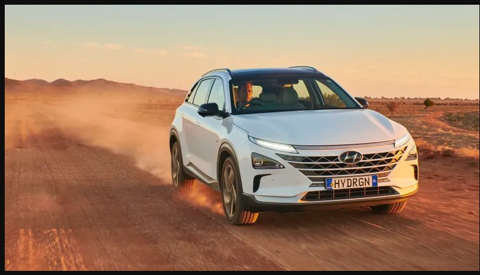 Mobil bertenaga hidrogen tak hanya berbentuk sedan. Kini, Hyundai mengeluarkan mobil SUV bertenaga hidrogen. Namanya Hyundai Nexo.