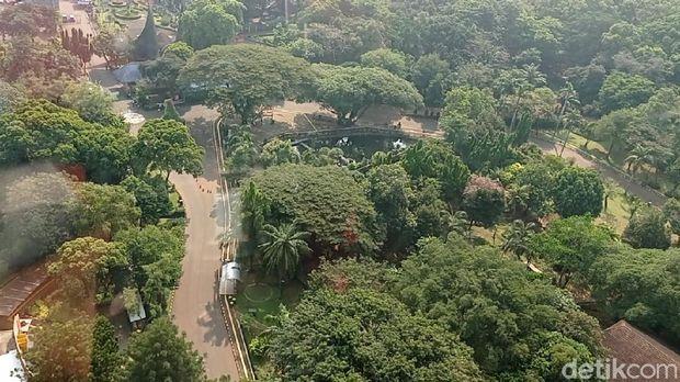 Pantauan Taman Margasatwa Ragunan, Jakarta Selatan (Jaksel) via udara dengan memakai Helikopter Bell 429, Minggu (16/5/2021)