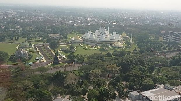 Pantauan Taman Mini Indonesia Indah (TMII), Jakarta Timur (Jaktim) via udara dengan memakai Helikopter Bell 429, Minggu (16/5/2021)