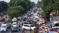 Bocil dari Penjuru Jabodetabek Serbu Pasar Gembrong, Jalanan Macet!