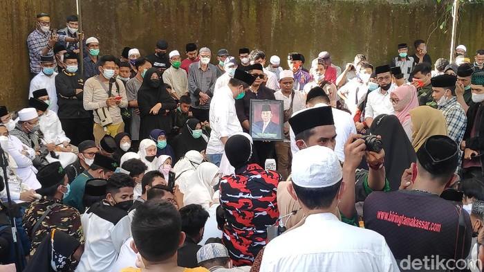 Pemakaman KH Sanusi Baco (M Bakrie/detikcom).