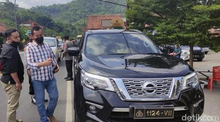 Pemobil asal Indramayu diamankan polisi karena pakai plat nomor palsu