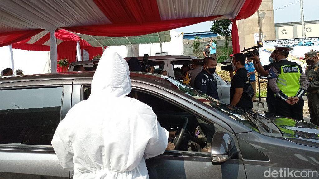 323 Orang Diswab Antigen di KM 34B Tol Japek, Dua Reaktif