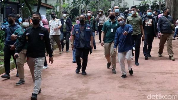 Pengunjung membludak, Wakil Wali Kota Bandung Yana Mulyana langsung datangi Kebun Binatang.