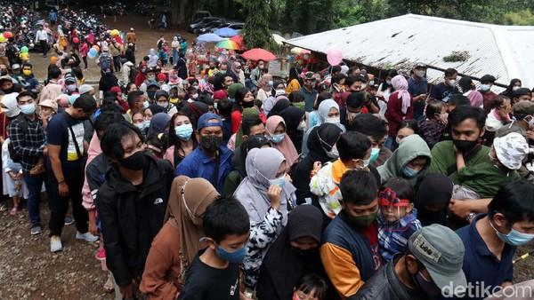 Sementara untuk kerumunan diluar kawasan, Yana meminta agar pihak manajemen terus melakukan pengaturan agar tidak timbul kerumunan.
