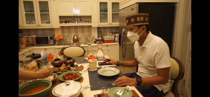 Sandiaga Uno Tiga Hari Tiga Malam Makan Ketupat Betawi