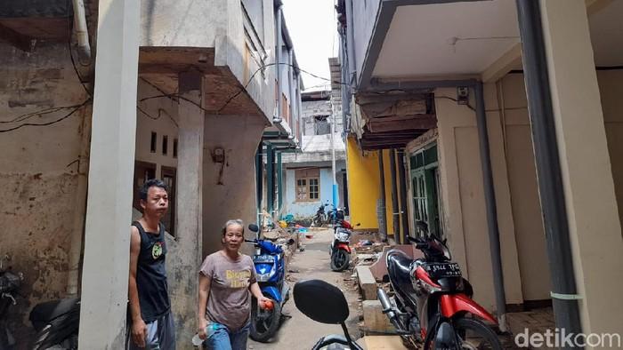 Sebagian rumah model panggung di Kampung Melayu, Jaktim, sudah jadi.