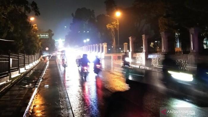 Suasana jalur utama Cianjur  Minggu (16/5/2021) dini hari.