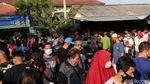 Tidak Pakai Masker, Pengunjung Pasar Klithikan Notoharjo Diswab Antigen