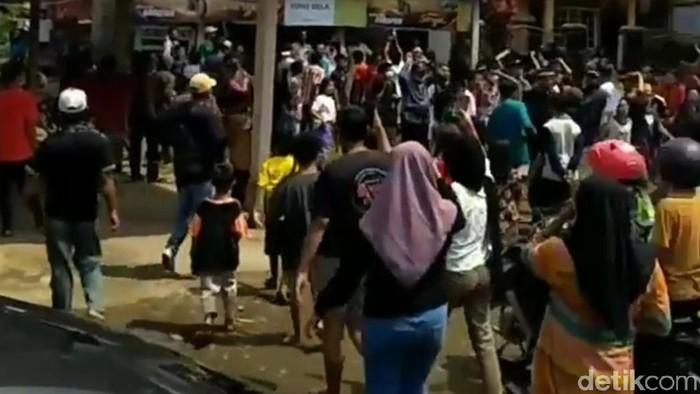 Warga Pandeglang protes penutupan tempat pemandian