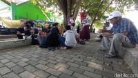 Gagal ke Pantai Pangandaran, Wisatawan Belok ke Taman-Minimarket