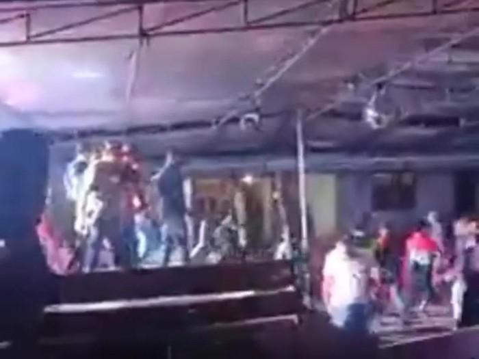 Acara halalbihalal disertai hiburan organ tunggal di Semaka, Tanggamus, Lampung, dibubarkan paksa aparat (Screenshot video viral)