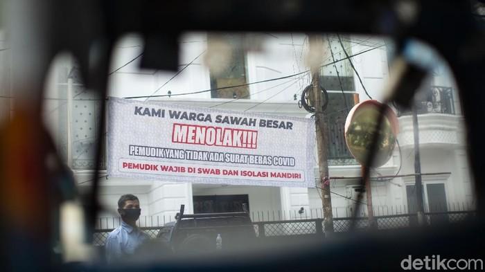 Spanduk menolak pemudik yang kembali ke Jakarta tanpa swab hiasi sejumlah area di kawasan Sawah Besar, Jakarta. Berikut penampakannya.