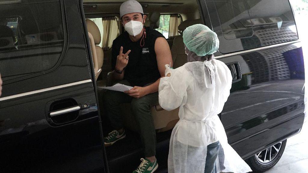 Arya Saloka sampai Vino G Bastian Terima Disuntik Vaksin Dosis 2