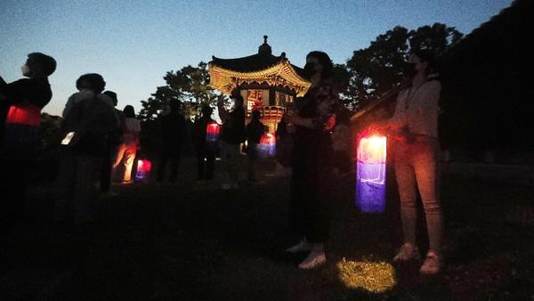 Meskipun telah berusia ratusan tahun, Istana Changdeokgung tetap terjaga hingga masa kini. Pada tahun 1997, istana juga telah resmi terdaftar sebagai Situs Warisan Dunia UNESCO. Traveler yang liburan di Korea dan ingin berkunjung kemari pun bisa.