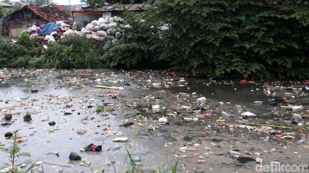 Jorok! Sungai Cipamokolan Penuh Sampah, Ini Respon Pemkot Bandung