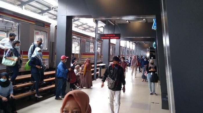 Kondisi di Stasiun Manggarai usai libur lebaran.