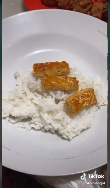 Makan Nasi pakai Lauk Kastengel Lagi jadi Trend di TikTok