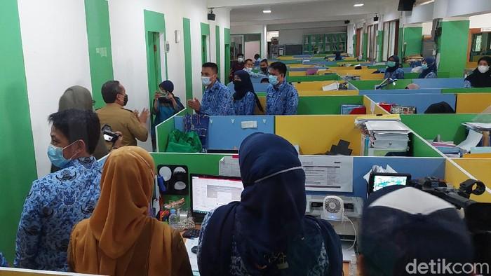 Mayoritas ASN di Bandung dan Karawang masuk kerja