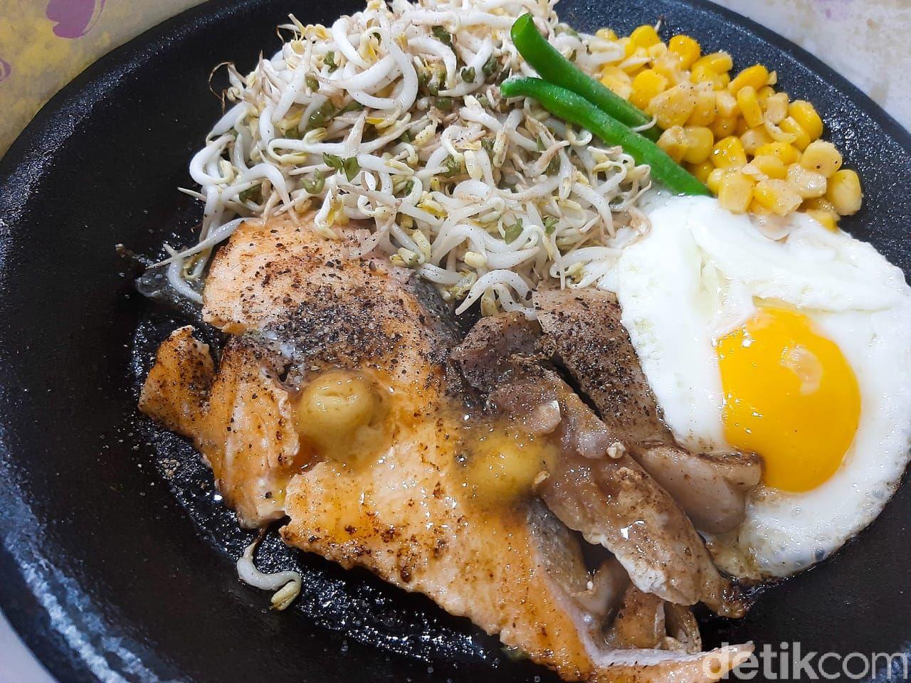Mazeru: Restoran Pepper Rice dengan Harga Terjangkau. Ada menu olahan nasi dengan lauk daging sapi, daging ayam, salmon, hingga udang.