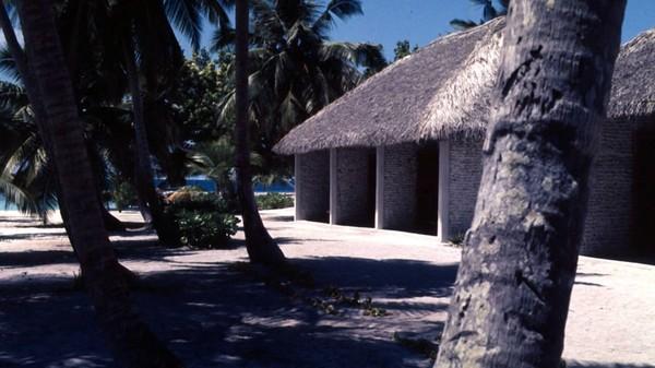 Mohamed Umar MU Maniku dan ketiga temannya kemudian membangun resor yang bernama Kurumba pada tahun 1972. Ini merupakan resor pertama di Maldives. Foto: Kurumba Maldives/CNN