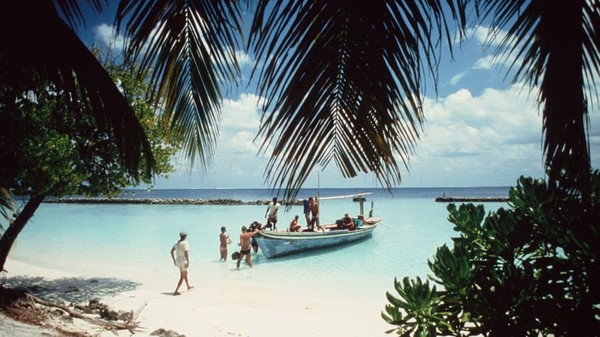 Maldives sebelum tahun 70-an merupakan kepulauan di Samudera Hindia yang masih sepi penduduk. Keindahan pulau ini mulanya hanya diketahui jurnalis dan fotografer yang kebanyakan berasal dari Italia. Foto: Kurumba Maldives/CNN