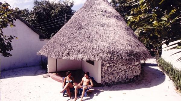 MU mengatakan, meski minim fasilitas, para turis senang hanya dengan berjemur seharian. Foto: Kurumba Maldives/CNN