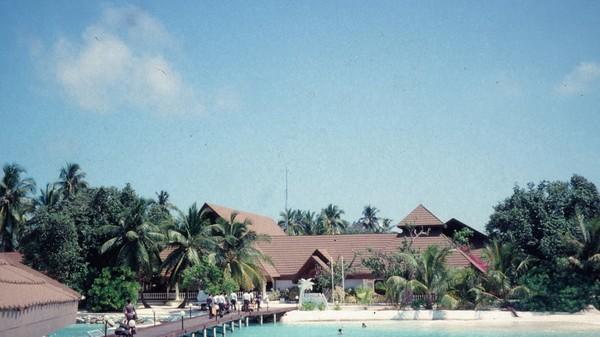 Seiring berjalannya waktu, Kurumba semakin besar dan menjadi resor favorit pada turis. Lama-kelamaan juga muncul resor-resor mewah lainnya. Foto: Kurumba Maldives/CNN