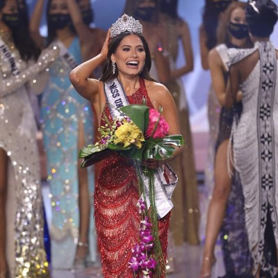 HOLLYWOOD, FLORIDA - MAY 16: Miss Mexico Andrea Meza is crowned Miss Universe 2021 onstage at the Miss Universe 2021 Pageant at Seminole Hard Rock Hotel & Casino on May 16, 2021 in Hollywood, Florida.   Rodrigo Varela/Getty Images/AFP (Photo by Rodrigo Varela / GETTY IMAGES NORTH AMERICA / Getty Images via AFP)