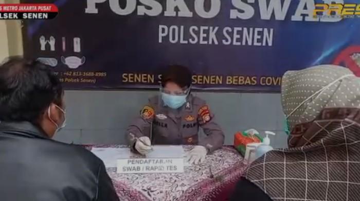 Polsek Senen swab pemudik yang kembali ke Jakarta (dok. Polsek Senen)