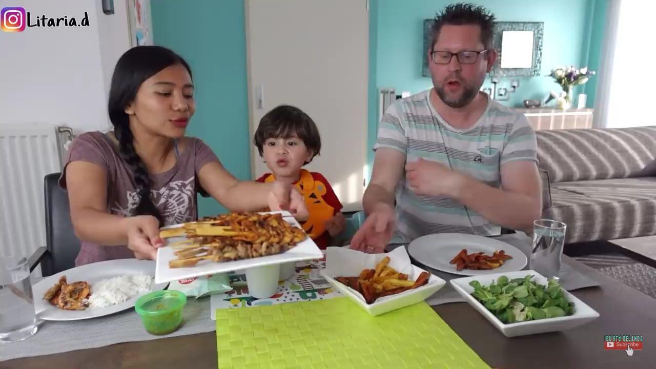 Rayakan Hari Ibu di Belanda, Keluarga Ini Masak Sate Taichan