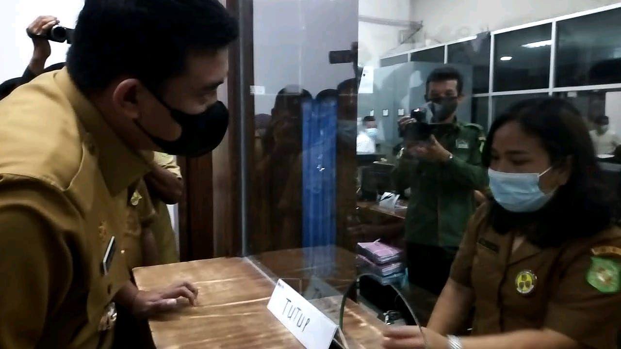Sidak Bobby Nasution ke dua kantor dinas di Medan (Datuk-detiikcom)