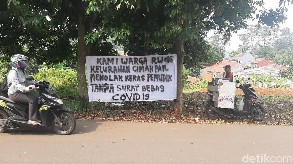 Muncul Spanduk Tolak Pemudik Tanpa Surat Bebas COVID-19 di Bogor