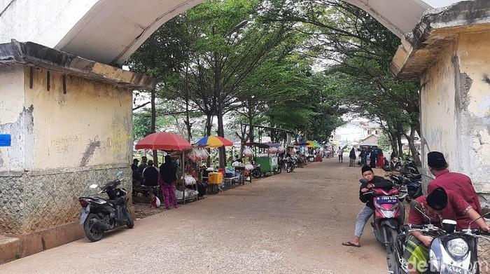 TPU Tegal Alur kembali dibuka usai penutupan selama libur Lebaran (Rahmat Fathan/detikcom)