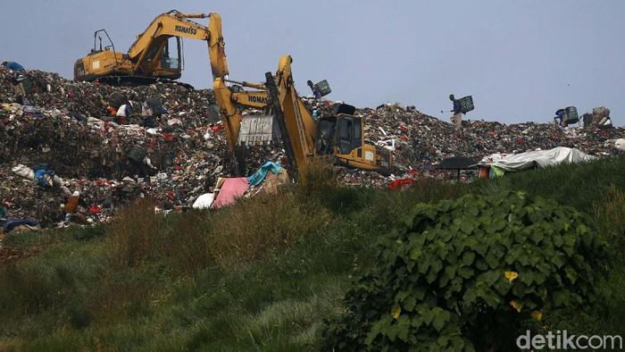 Usai Lebaran, TPST Bantargebang, Kota Bekasi, kembali bergeliat. Volume sampah yang meningkat selama libur Lebaran menjadi rezeki bagi pemulung.