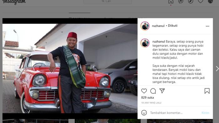 Wagub Jabar Uu Ruzhanul Ulum mencari montir atau orang yang bisa menghidupkan mobil jadul miliknya