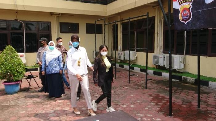 Wanita viral maki petugas di Anyer ditangkap (M Iqbal-detikcom)