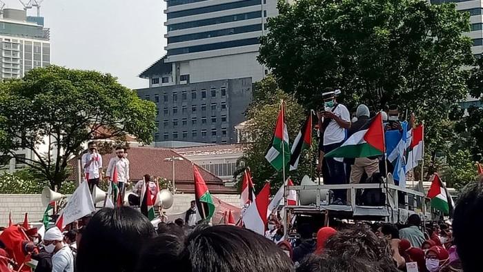 Beragam organisasi yang ada di Indonesia mengecam dan mengutuk keras aksi kekejaman Israel terhadap Palestina. Termasuk KNPI yang mendesak untuk mengusir orang Israel dari Indonesia.