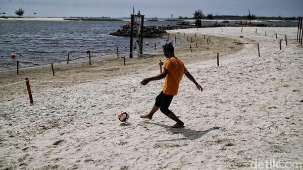 Wahana Pantai Ancol ini menjadi primadona bagi warga untuk berlibur lebaran.
