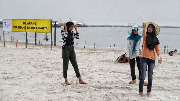 Setelah beberapa hari lalu, Pantai Ancol sempat viral karena keramaian dan penumpukan di kawasan tersebut.