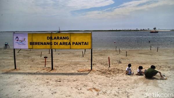Di kawasan Ancol juga diberikan pagar untuk memasuki kawasan pantai dan akan dilakukan penghitungan jumlah sesuai dengan kapasitas areal.