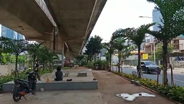 Area skateboard di median kolong JLNT Casablanca, Kuningan, Jakarta Selatan.