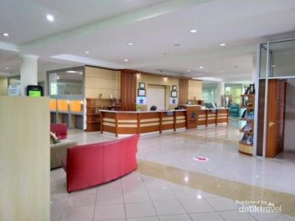 Lobi dan ruang pelayanan yang mewah juga nyaman di Perpustakaan Proklamator Bung Hatta