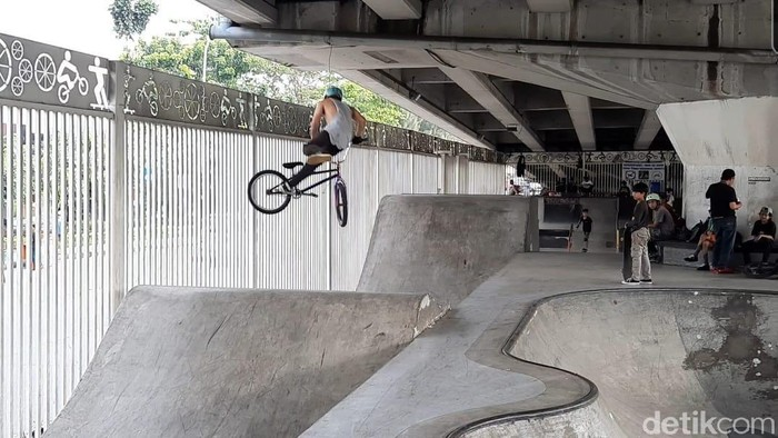 Seleksi BMX Freestyle di Skatepark Kolong Flyover Pasar Rebo, Selasa (18/5/2021).