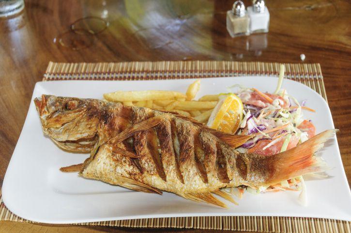 5 Cara Menggoreng Ikan agar Tidak Lengket, Renyah dan Garing