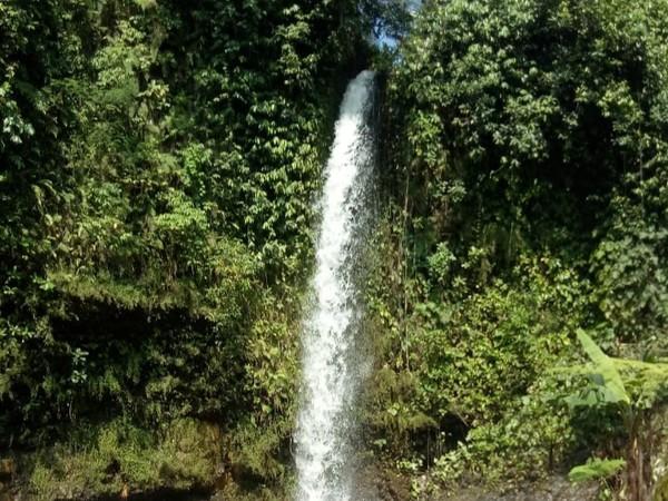Lokasi tepatnya berada di Desa Mandala, Kecamatan Dukupuntang, Cirebon. Menurut pengelola, air terjun di Cigetruk memiliki ketinggian sekitar 27 meter dan jadi salah satu air terjun tertinggi di Cirebon. (dok. Pengelola Curug Cigetruk)