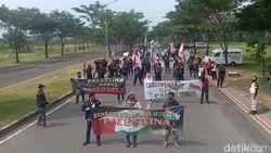 Kecam Agresi Israel ke Palestina, Massa Buruh Geruduk Konjen AS di Surabaya