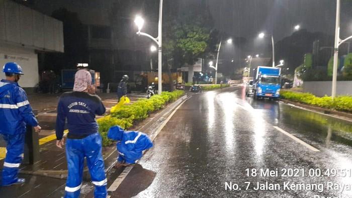 Genangan Jalan Kemang Raya Jaksel surut setelah disedot oleh petugas (Istimewa)