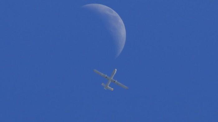 Sebuah pesawat tak berawak Israel mengarungi Kota Gaza Senin (17/05). Hingga kin serangn Israel ke Gaza masih berlangsung.