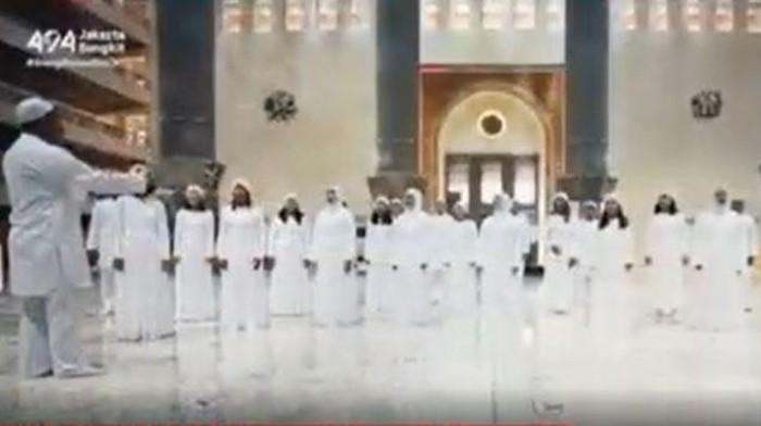 Jakarta Youth Choir buka suara soal video paduan suara di dalam Masjid Istiqlal. Pihak Jakarta Youth Choir (JYC) meminta maaf akan hal tersebut.